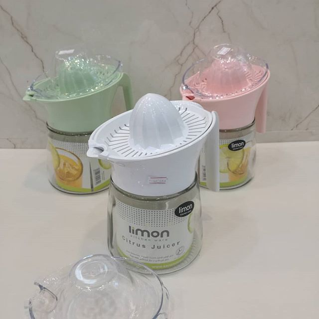 پارچ و آب مرکبات گیر لیمون